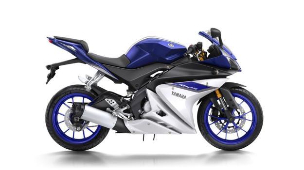 2015-Yamaha-YZF-R125-EU-Race-Blu-Studio-002
