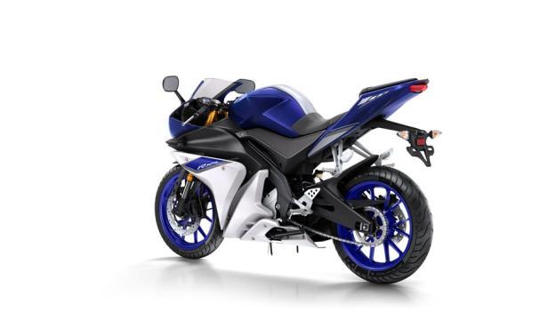 2015-Yamaha-YZF-R125-EU-Race-Blu-Studio-005